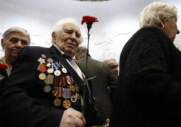 К 80-й годовщине битвы под Москвой московским ветеранам выплатят по 40 000 рублей