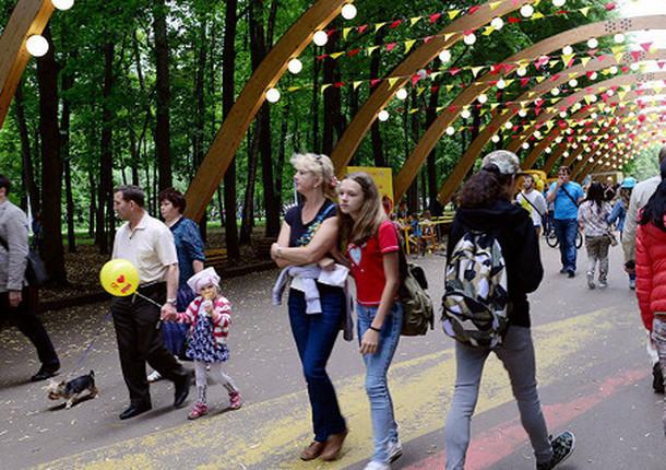 """В столичном парке """"Сокольники"""" в День города проводят песенный марафон"""