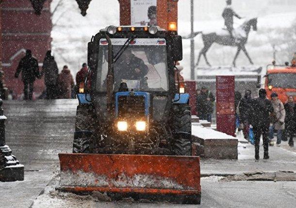 Более 6000 единиц спецтехники убирают снег на улицах в Москве